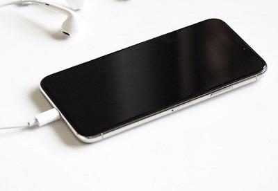 iphone x kabellos laden in drei einfachen schritten. Black Bedroom Furniture Sets. Home Design Ideas